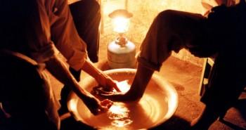 lavando os pes